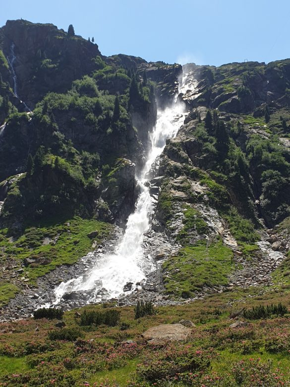 Vodopád padající od chaty Sulzenau Hütte