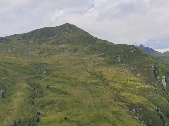 Pohled na sousední vrchol Frühmesser