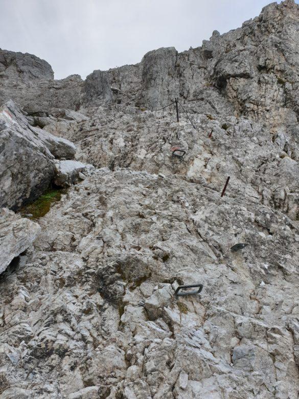 Zajištěná cesta skalním žlabem